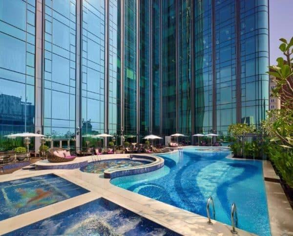 Hồ bơi khách sạn The Reverie Saigon